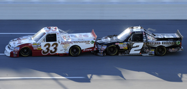 Mike Wallace drafting with Ron Hornaday at Talladega in 2011